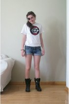 navy denim pull&bear shorts - white with skull Aqualandia water park t-shirt