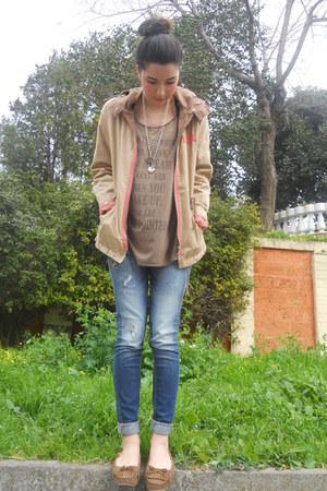 light brown Calliope t-shirt - navy crop Bershka jeans