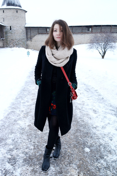 Patrizia Pepe boots - Osklen dress - JNBY coat - H&M scarf - Fossil bag