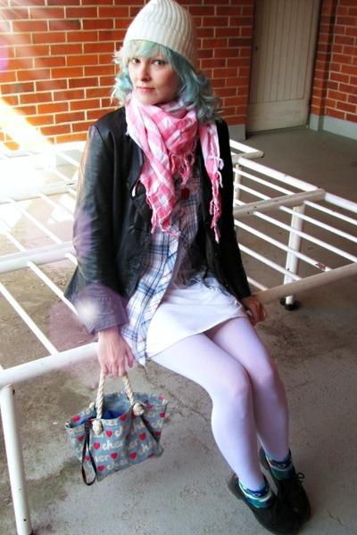 black vintage coat - sky blue Only shirt - bubble gum ICON scarf
