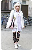 white vintage sneakers - black eyeballs romwe leggings - light pink micmac shirt