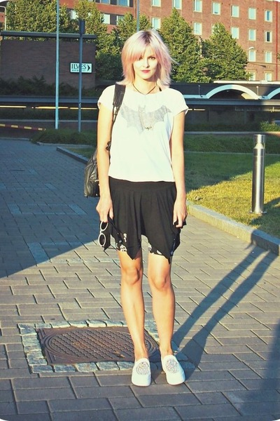 white sunglasses - black 90s vintage bag - black biker shorts Monki shorts