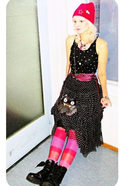 black modcloth bag - hot pink fluffy beanie H&M hat