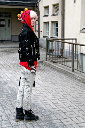 red random hoodie - black random boots - off white GAZOZ jeans