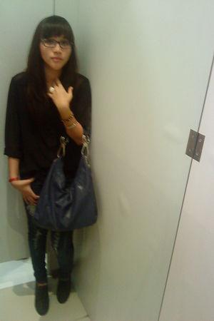 black My moms shirt - blue factory outlet jeans - blue bag - gray Marie Claire s