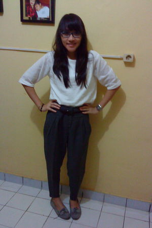 white unbranded blouse - gray Nyla pants - gray Just kulkith shoes - brown unbra