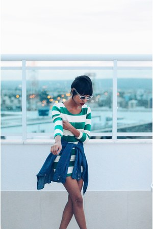 green stripes helmet dress - blue streetstyle jeans