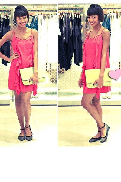 hot pink dress - chartreuse bag