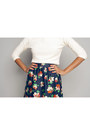 Cream-chic-thrift-blouse-navy-floral-print-renner-skirt