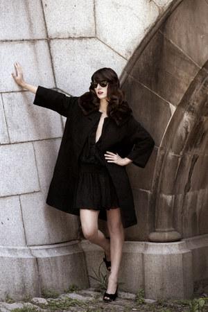 black wool blend vintage coat - black vintage dress - black Ray Ban sunglasses