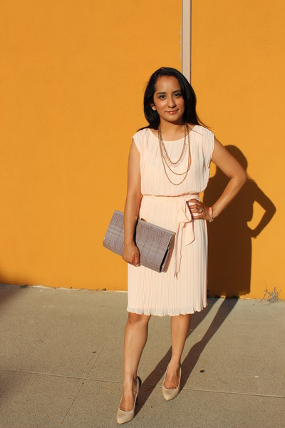 peach pleated Forever 21 dress - tan snake textured Aldo bag