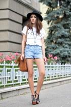 sky blue Levis shorts - white Tshirt Factory t-shirt