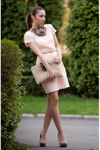 puce LAtelier Bijou necklace - light pink H&M dress - beige custom made bag