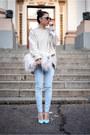Light-blue-kurtmann-jeans-cream-zara-sweater
