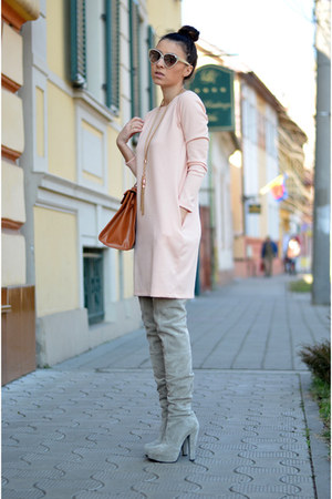 bronze Newtro bag - heather gray Mono Shoes boots - light pink Magazin Up dress