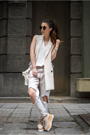 eggshell Jessica Buurman shoes - white jeans - white vest - white top