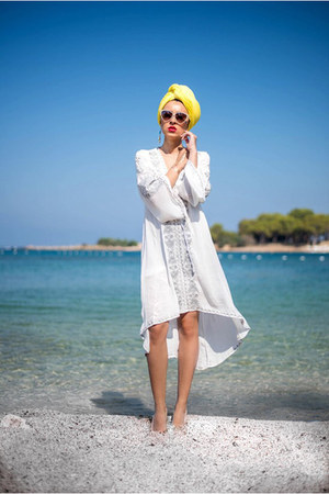 yellow turban scarf - white Chicwish dress
