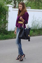 purple blazer - blue jeans - gold belt - black accessories - black shoes