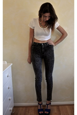 black acid wash jeans Nasty Gal jeans - white crop t-shirt Topshop t-shirt