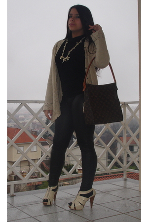 black Zara leggings - black Zara sweater - yellow Massimu Dutti coat - yellow Sf