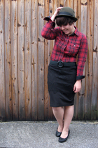 Vans shirt - vintage belt - True skirt