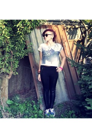 black H&M leggings - sky blue Vans shoes - black sunglasses - white H&M blouse