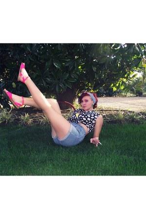 bubble gum neon sandals - black shirt - sky blue H&M shorts