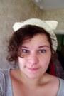 Cream-cat-tea-cosy-handmade-hat-periwinkle-h-m-t-shirt