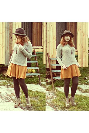 mustard Atmosphere dress - dark brown Marks&Spcencer hat