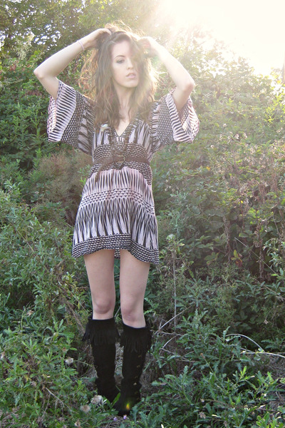 white indian boho tramp shirt - black moccasin unknown brand boots