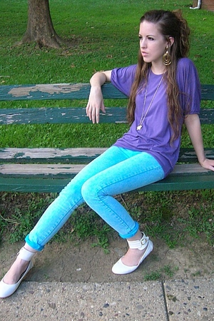 gold vintage necklace - white Wet Seal shoes - blue Wet Seal jeans