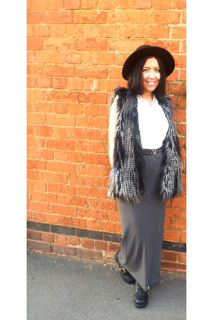 black H&M hat - gilet H&M jacket - grey H&M skirt