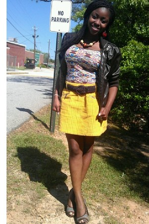 mustard skirt - thick wooden necklace