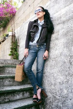 charcoal gray basic Ana González jeans - periwinkle vintage shirt