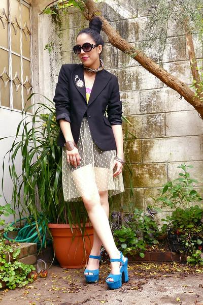 silver choker Pixie necklace - black blazer - Pixie sunglasses