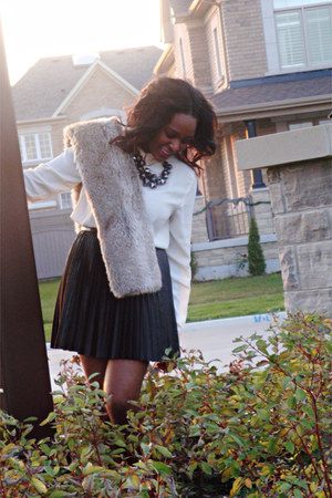 fur vintage scarf - leather pleated Forever 21 skirt - two tone H&M blouse