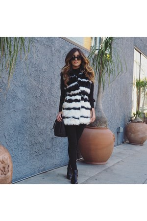 black faux fur Forever 21 vest