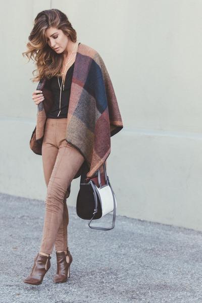 camel suede Dynamite Clothing leggings - crimson color block Vince Camuto bag