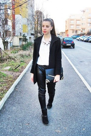 black suede Deichmann boots - black 3Suisses coat - white cotton Bershka shirt