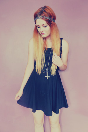 black lace Missikon dress