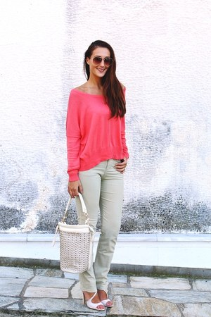 coral loose Stradivarius sweater - peach aviator H&M sunglasses