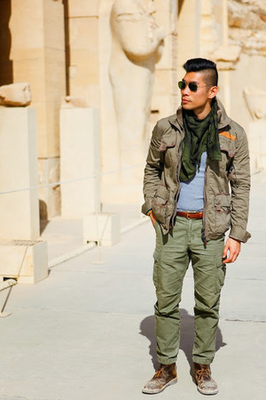 army green Superdry jacket - dark brown Clarks boots