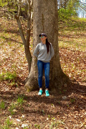 aquamarine nike sneakers - blue hudson jeans jeans - navy Yankees hat