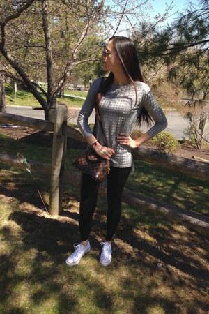 white Converse sneakers - black classic skinny Forever 21 leggings