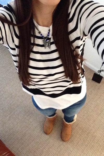 318ee14b34 camel Ugg boots - blue Victorias Secret jeans - white H M sweater