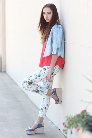 hot pink floral skinny Mavi jeans - light blue denim crop Blue Wren top