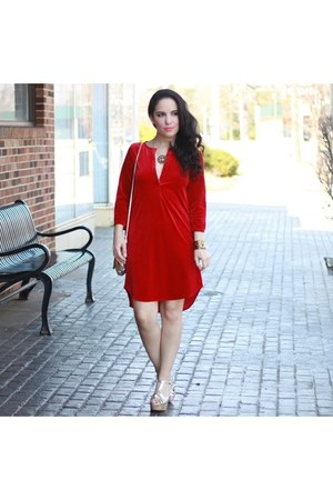 red velour HaoiDuoYi dress