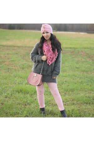 pink turban hat - sweater - pink leggings leggings