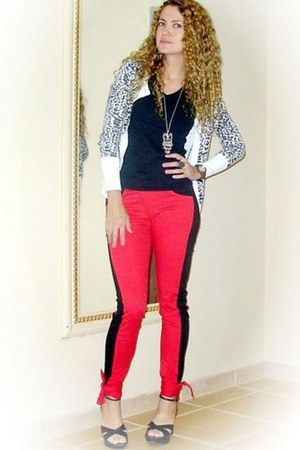 black Hering blouse - red Piorski pants - white Riachuelo cardigan