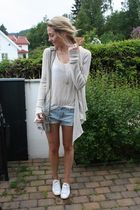 beige Andersen & Lauth cardigan - white low Converse shoes
